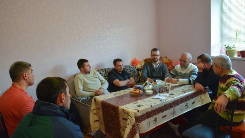В Судаке крымскотатарские активисты призывали молодежь активнее участвовать в национальном движении