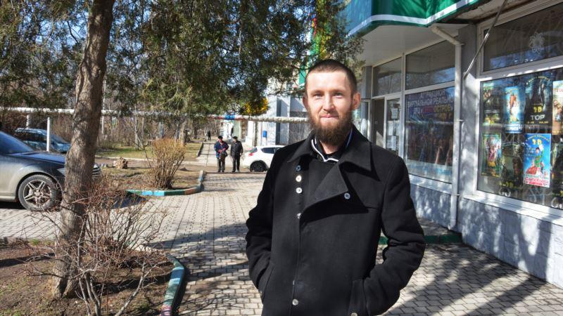 В Бахчисарае участковый провел профилактическую беседу с активистом Энвером Шерфиевым