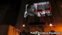На здании генконсульства России в Нью-Йорке изобразили Олега Сенцова (+ фото)