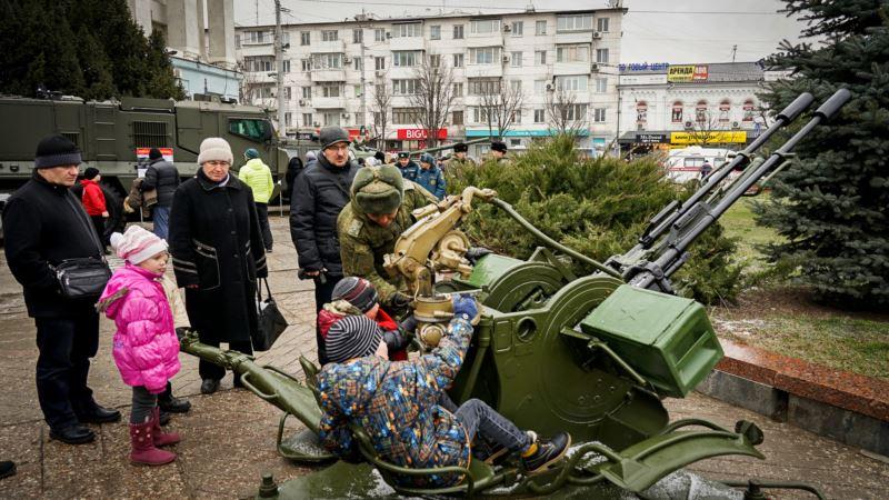 В Симферополе детям демонстрируют вооружение российской армии ( +фото, видео)