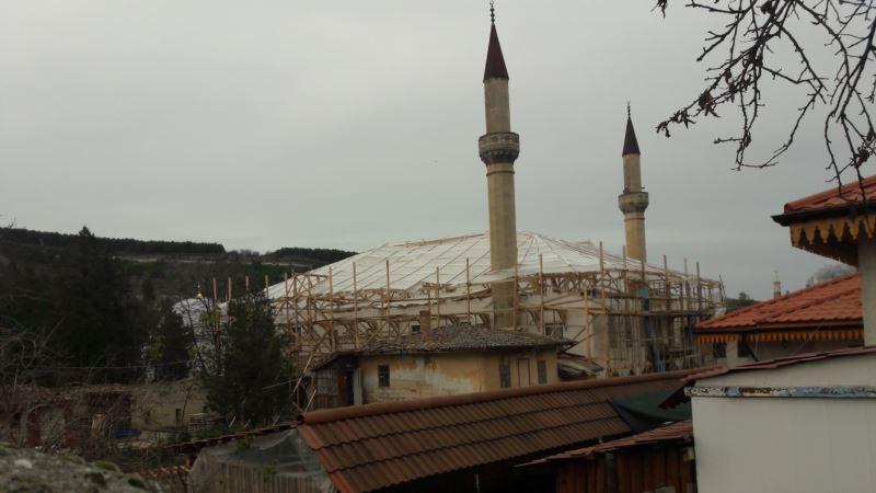 На фасаде Большой Ханской мечети в Бахчисарае появились трещины – Аблялимова