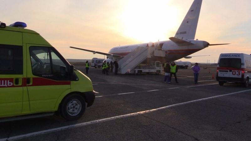Самолет МЧС вывез из Крыма трех тяжелобольных детей в Москву и Санкт-Петербург