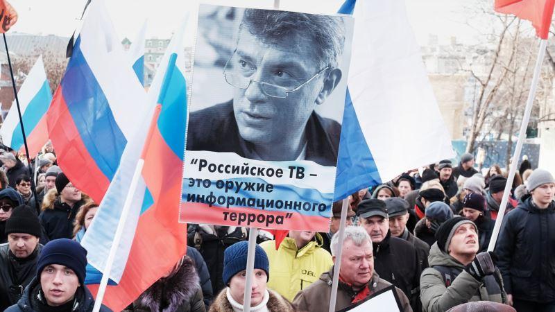В Петербурге активиста задержали за черно-красный шарф – движение «Солидарность»