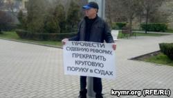 В Севастополе прошли одиночные пикеты, организованные «Русским блоком»