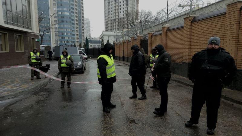 Полиция и активисты заблокировали консульство России в Одессе