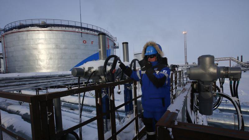 Россия: нефтяникам угрожают лишением премий в случае неявки на выборы