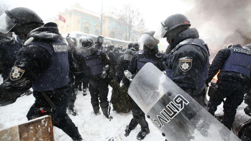 Спикер МВД Украины: действия полиции под Радой 3 марта не были «чрезмерно жесткими»