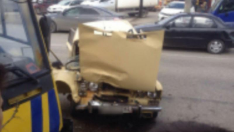 В Симферополе начали проверку обстоятельств аварии, при которой пострадали шесть человек – полиция