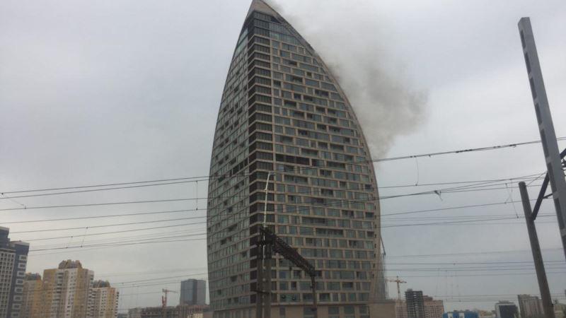 В одном из самых высоких зданий Баку произошел пожар