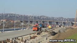 Керчь, строительство автомобильной дороги, ведущей к Керченскому мосту, апрель 2018 года
