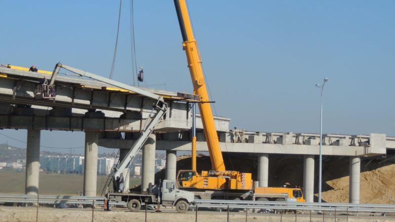 В Керчи завершают сооружение эстакады в районе автоподхода к Керченскому мосту (+ фото)