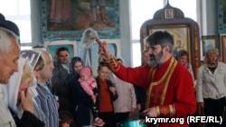 Архиепископ Климент в Симферополе освятил паски прихожан Киевского патриархата (+фото)