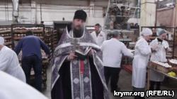 Молебен провел наместник Космо-Дамиановской обители иеромонах отец Амфилохий