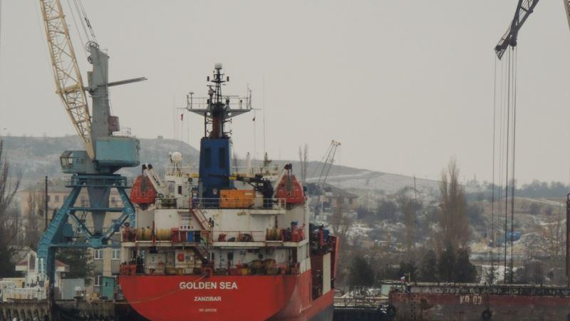 В апреле в порты Крыма зашли 26 российских судов-нарушителей – украинское министерство