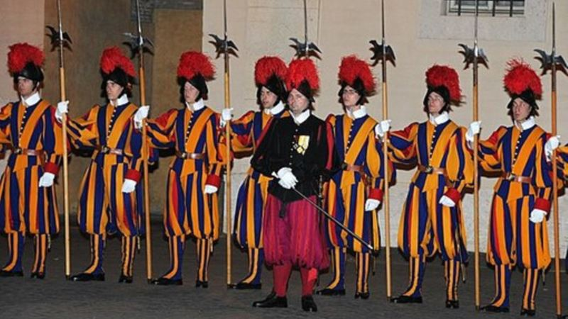 Швейцарская гвардия Ватикана 6 мая привела новобранцев к присяге