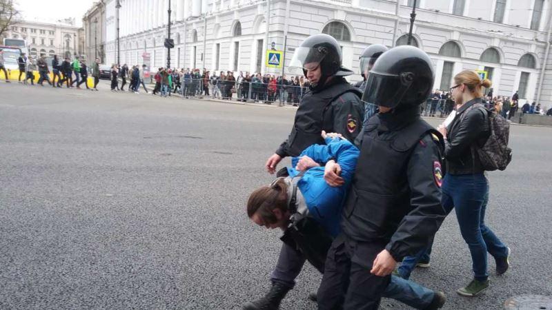 Россия: на акциях сторонников Навального задержали более 1600 человек