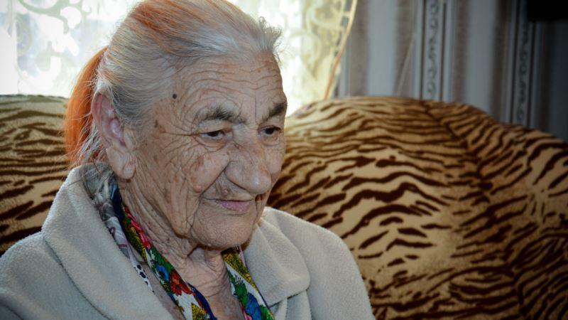 Порошенко почтил память умершей крымскотатарской активистки Нурие Биязовой