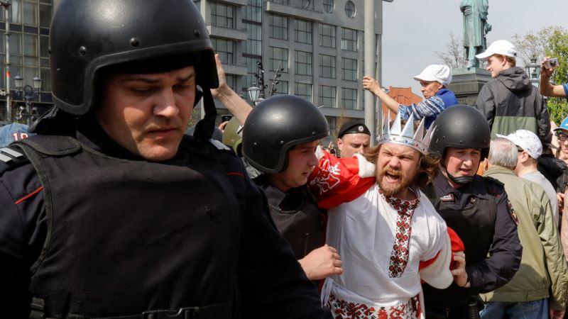 США требуют отпустить задержанных демонстрантов в России