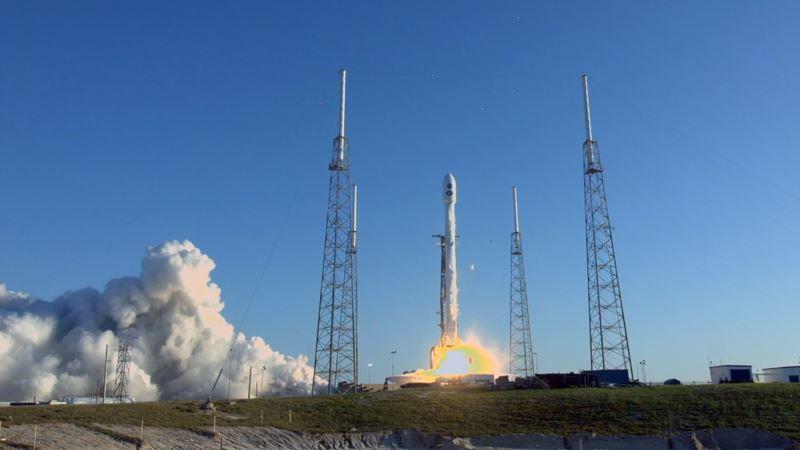 SpaceX за минуту до старта перенесла запуск ракеты Falcon 9