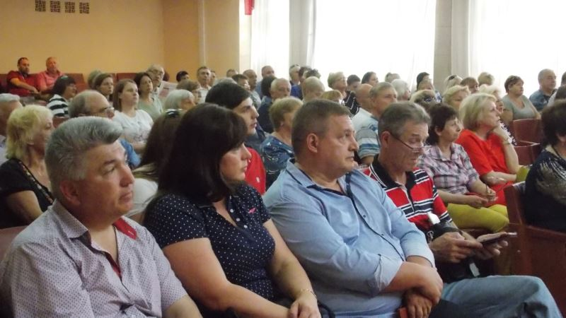 В Севастополе провели слушания против застройки западного берега Стрелецкой бухты