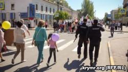 На первомайской демонстрации в Керчи ввели повышенные меры безопасности (+фото)