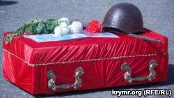 Захоронение останков 147 воинов на мемориальном кладбище. Поселок Дергачи, Севастополь, 4 мая 2018 года