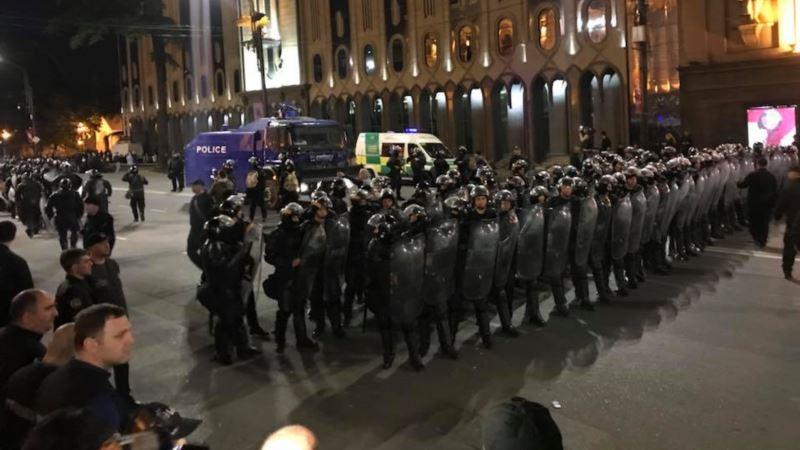 Протесты в Тбилиси: митингующие попыталась прорваться к парламенту