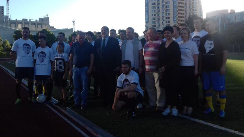 В Киеве сыграли в футбол в поддержку похищенного в Крыму Эрвина Ибрагимова (+фото)