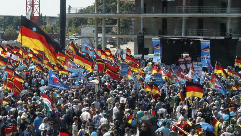 В Берлине проходит марш ультраправых