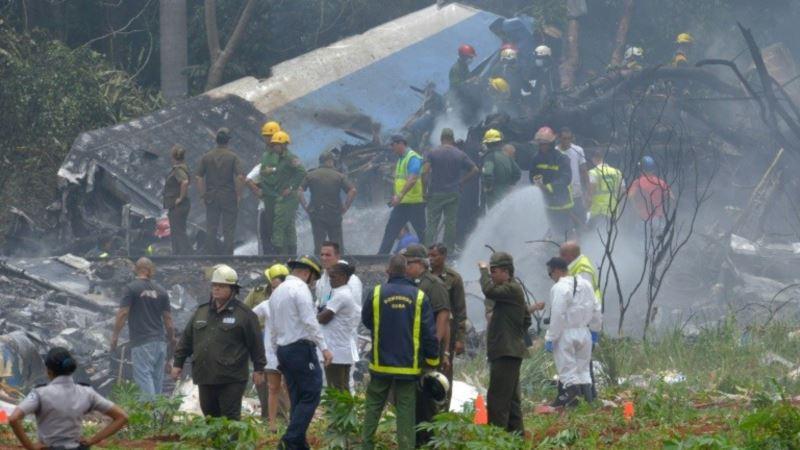 Три человека выжили после падения самолета на Кубе – СМИ