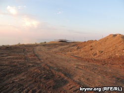 Фирма из российского Владикавказа строит дорогу к крымскому озеру Чокрак (+ фото)