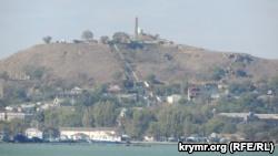 Вид на гору Митридат с моря