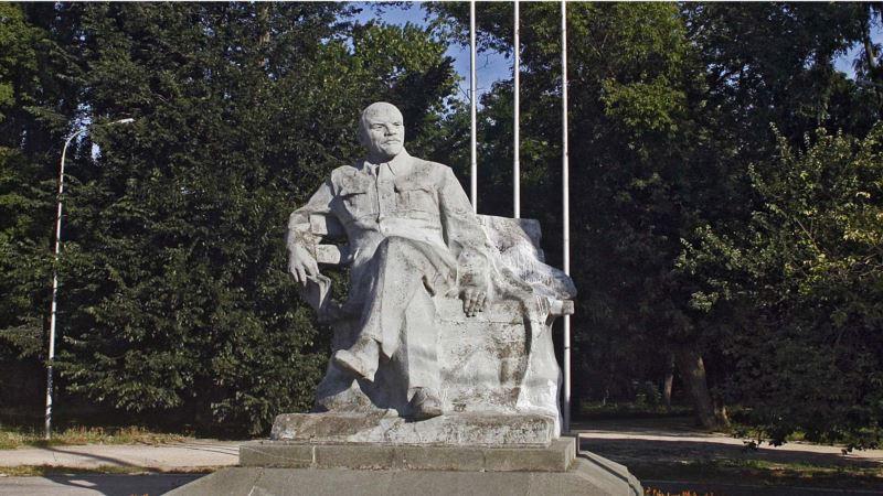 Симферопольский депутат назвал «безнравственным» намерение КЖД снять с баланса памятник Ленину