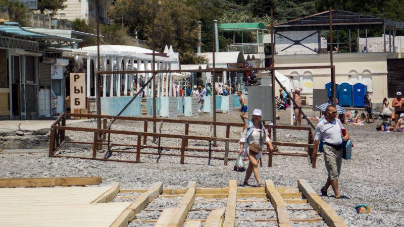 Власти Ялты обещают открыть на Приморском пляже четыре общественных туалета