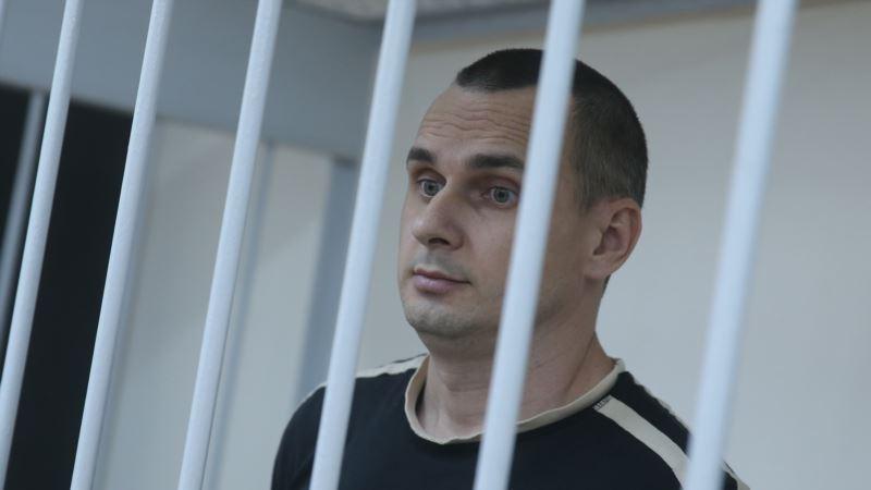 «Бледный, не встает». Сенцов запретил адвокату подавать прошение о помиловании