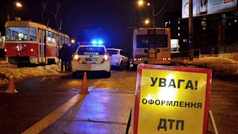 В Киеве произошло ДТП со спецавтомобилем, пострадал ребенок – полиция