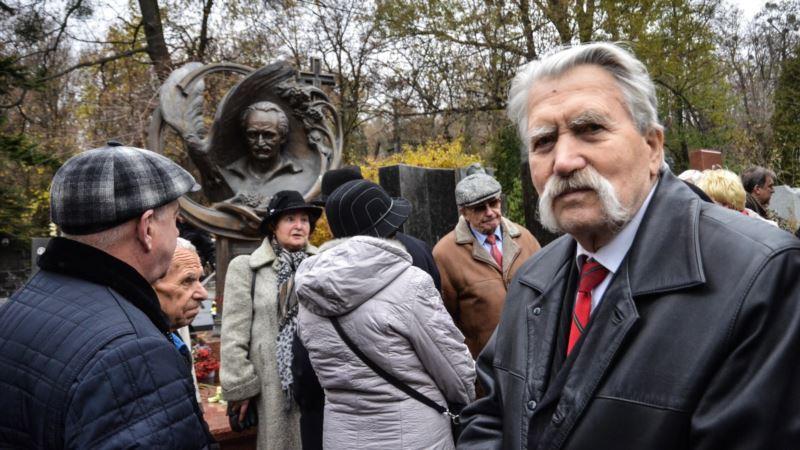 Прощание с украинским диссидентом Левко Лукьяненко пройдет в Киеве и Хотове