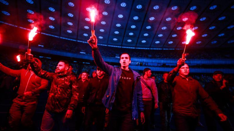 «Олег, Украина с тобой». В Киеве устроили фаер-шоу в поддержку Сенцова (фоторепортаж)