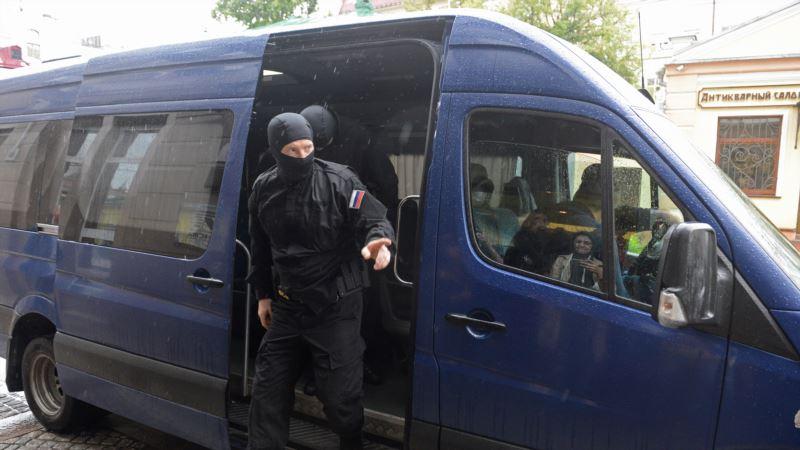 Крым: в Курском российские силовики проводят обыски в домах подростков
