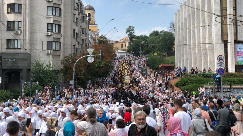 Нацполиция насчитала 20 тысяч участников крестного хода в Киеве, в УПЦ (МП) говорят о 250 тысячах