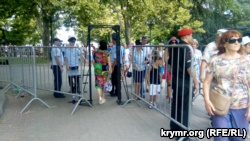 В Севастополе в ходе репетиции морского парада сломался российский БТР (+фото)