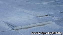 Перед входом в новый терминал аэропорта Симферополя треснула плитка (+фото)