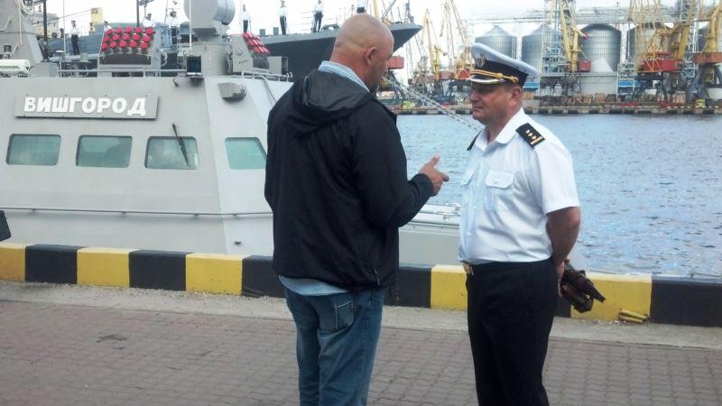 Полторак наградил командира бывшей Сакской бригады морской авиации