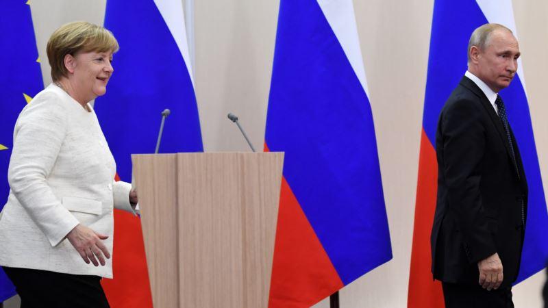 У Меркель прокомментировали вопрос голодающего в России Сенцова