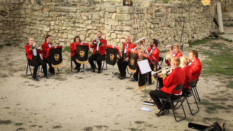 В Севастополе британский духовой оркестр сыграл «Полюшко-поле», «Калинку» и «Катюшу» (+фото)
