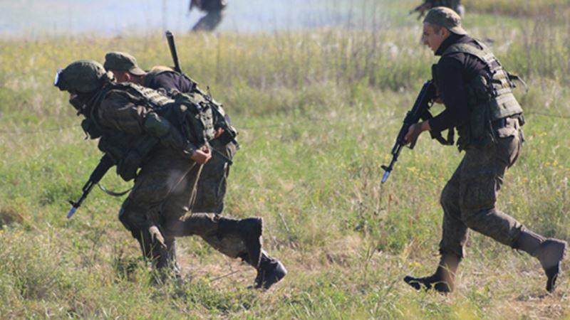 Российские военные учились обезвреживать диверсантов в Крыму