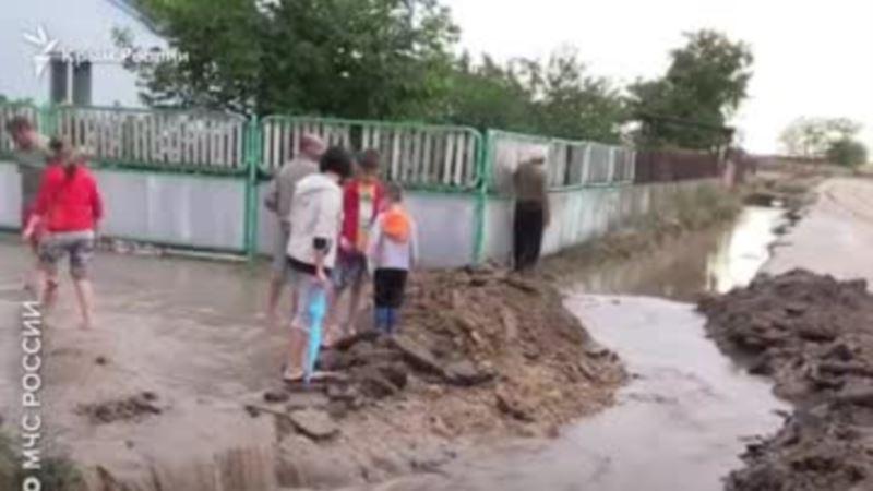«Большой потоп». Ливни уничтожают имущество и урожай крымчан (видео)
