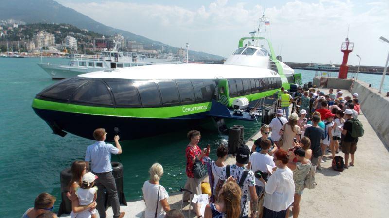 Скоростное судно «Комета» пришло в Ялту с опозданием (+фото)