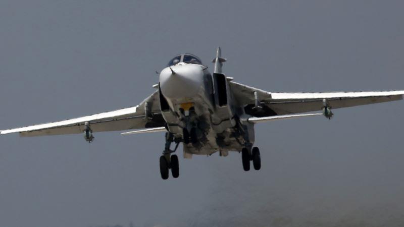 Российский бомбардировщик пролетел на низкой высоте над трассой в Крыму (+фото)