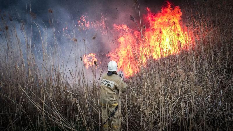 В Крыму сохраняется высокий риск пожаров – предупреждение МЧС